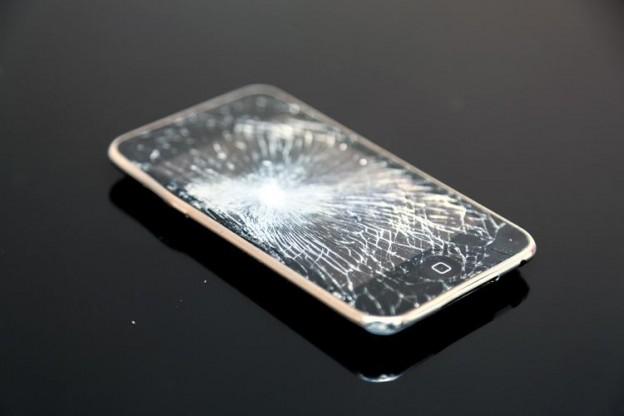 壊れたiPhone